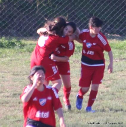 Katrina Oviedo festeja el golazo de apertura.