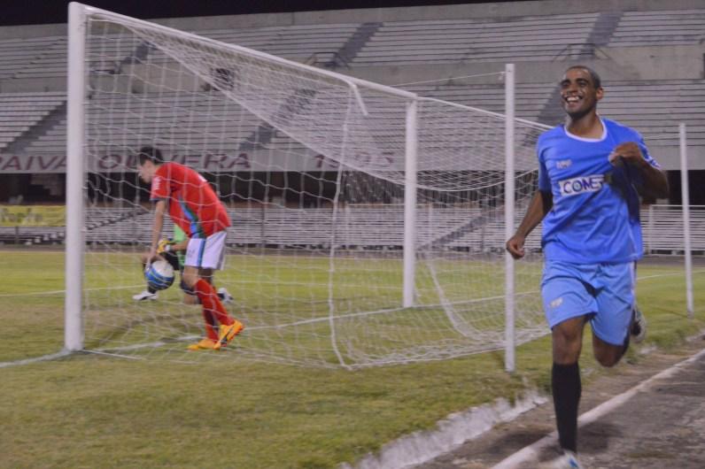 Festejo de Anderson para el gol de la trabajosa victoria riverense. Foto Freddy Silva