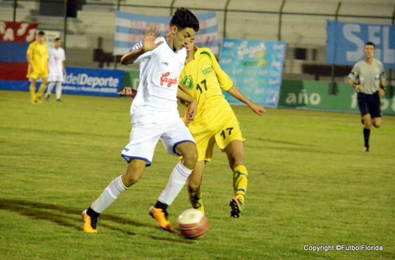 La Copa se puede quedar sin el goleador de juveniles Leandor Dalmao. Foto Ernesto Hornos
