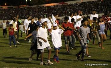 Los niños de la vuelta olímpica. Algún día también serán campeones