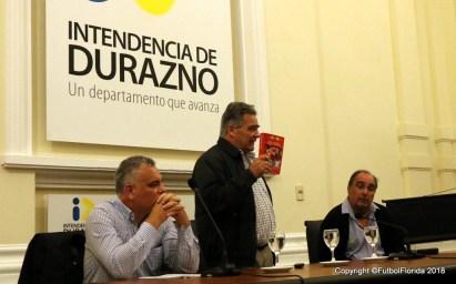 Vidalín muestra el libro