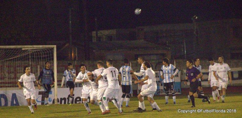 Festejo de Universal luego del gol de Torres. Foto Noelia Regusci