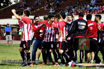 El festejo del gol de apertuda de Manuel Gonzalez