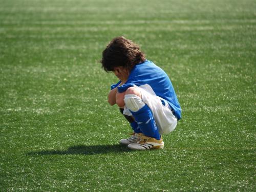 Video. La violencia del fútbol infantil paró la pelota