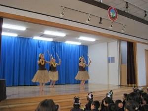 11月はフラダンスを踊っていただきました!