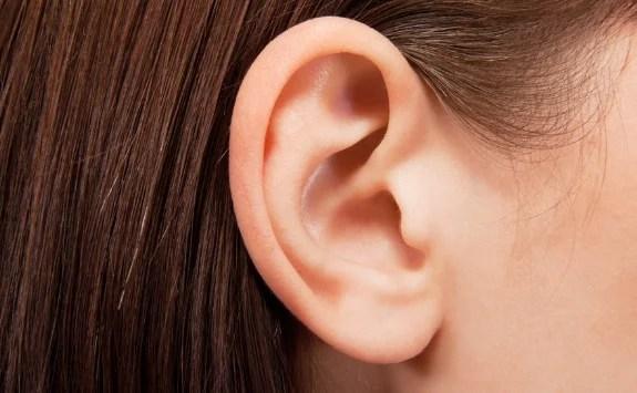 耳の中のかさぶた