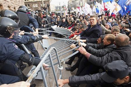 Activists of Ukrainian opposition parties clash with riot police as they attempt to get into the mayoral office during a rally against the Kiev mayoral election, which were earlier postponed until 2015, in Kiev October 2, 2013. Credit: Reuters/Valentyn Ogirenko