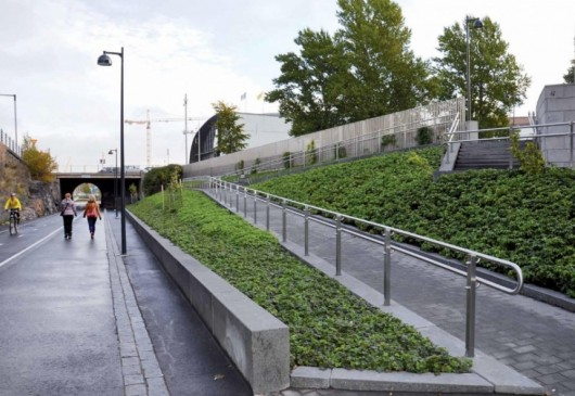 Baana Pedestrian and Cycling Corridor / Helsinki City Planning Department. Image Courtesy of CCCB