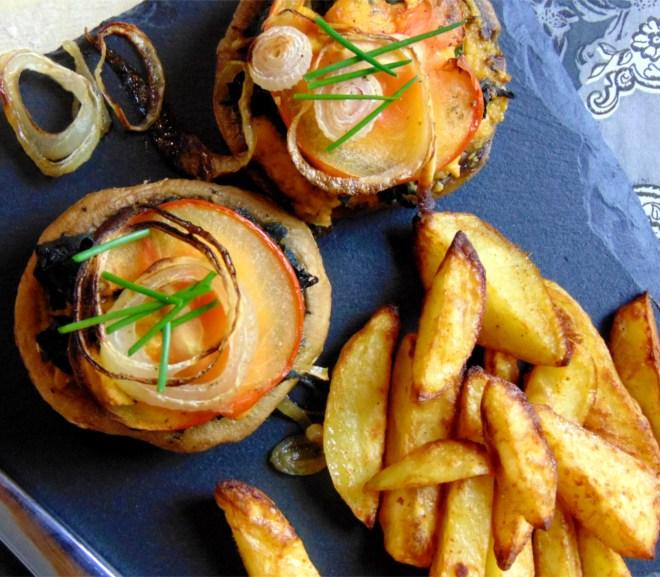 Champignons, gefüllt mit Blattspinat und veganer Käsecreme, dazu Kartoffelspalten