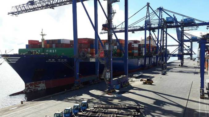 maior navio já atracado na costa brasileira