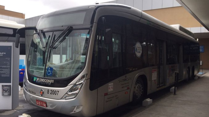 ônibus Scania movido a gás