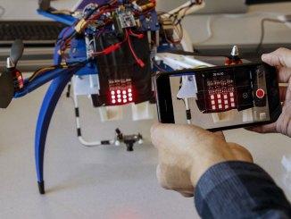 Ford pesquisa a integração entre veículos e drones