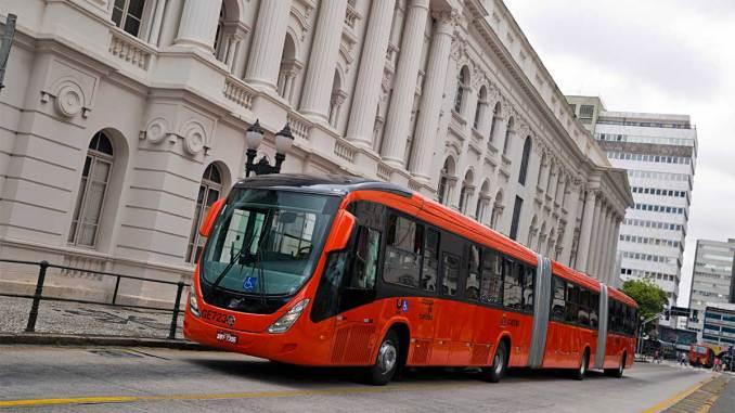 Curitiba renova frota com biarticulados Volvo