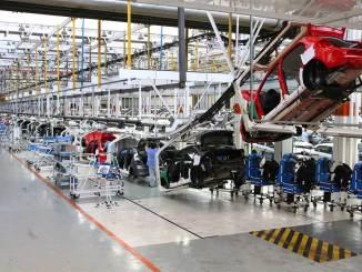 Vendas e produção da indústria automobilística crescem em agosto