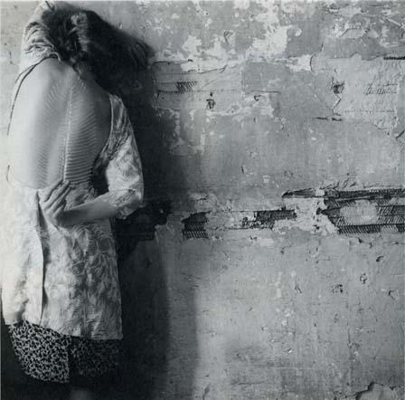 Francesca Woodman: Bir melek olmak üzerine 17