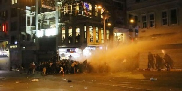 Kobane protests in Turkey: At least twelve reported dead 6