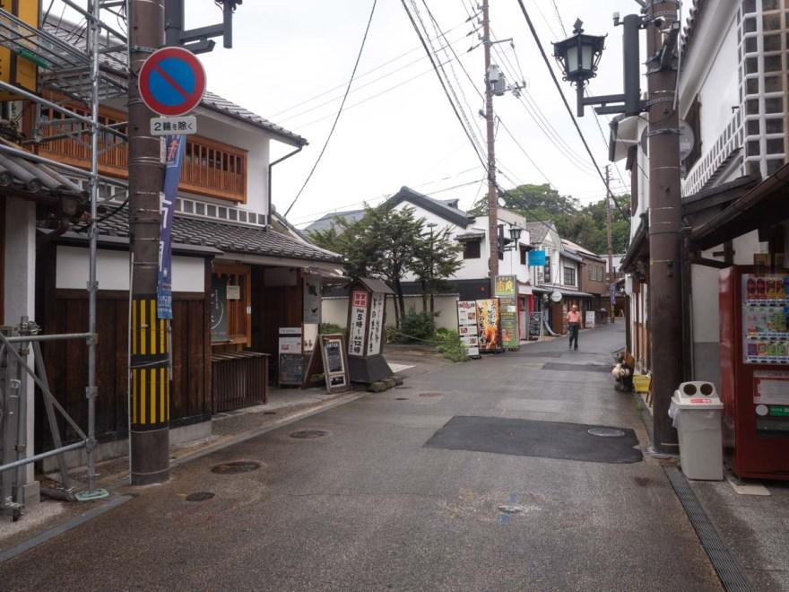 アンティカ 店舗前の道の様子(西から東を望む)