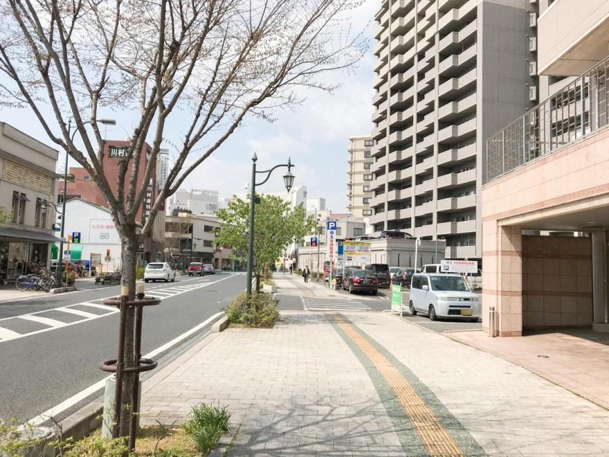 長いち:店頭の道路 東から西(福山駅方面)