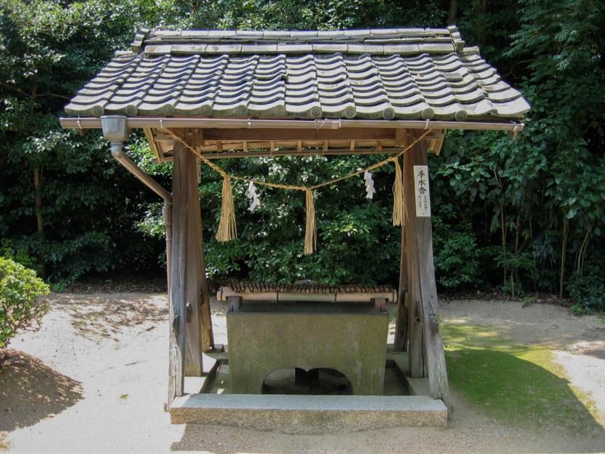 安仁神社:参道 手水舎