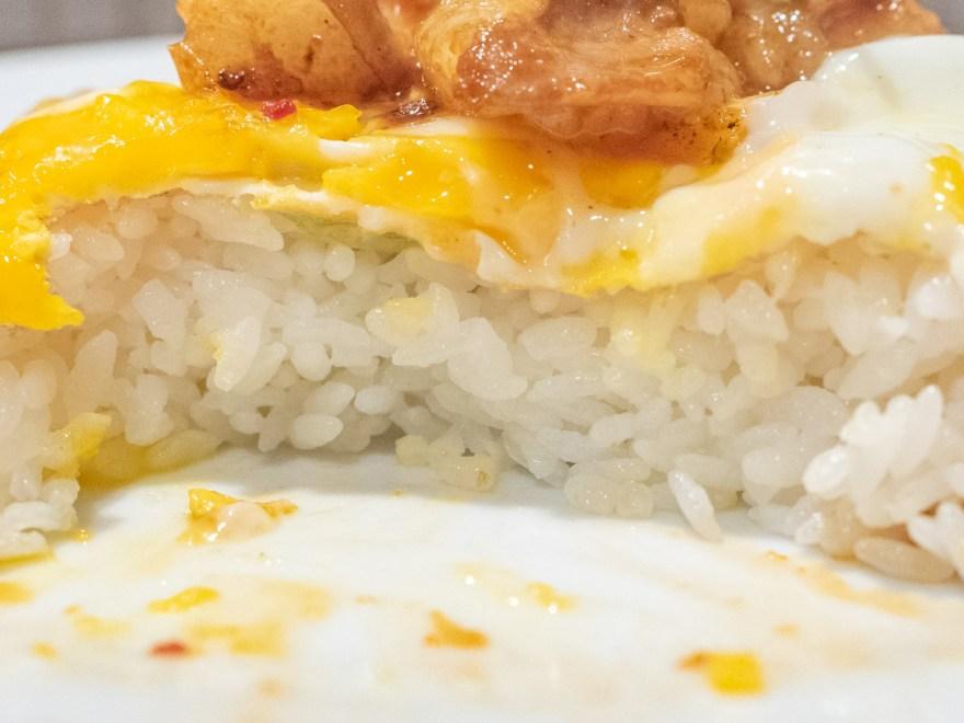 せんべや:ヤキニクライスホルモンの白米