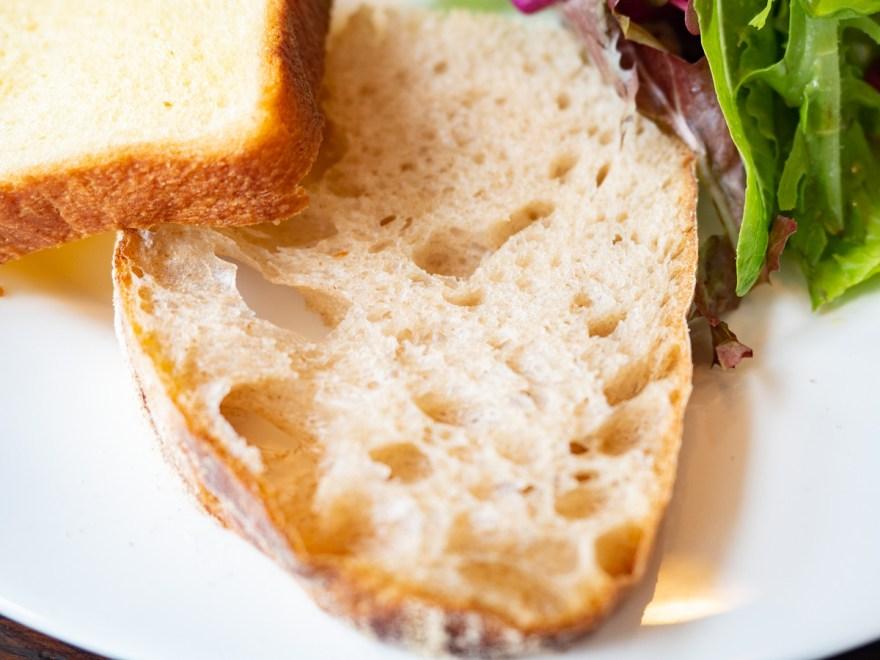 ソウモクコーヒー・ブランジェリー・ブラッスリー・フジワラ:キッシュプレートのパン