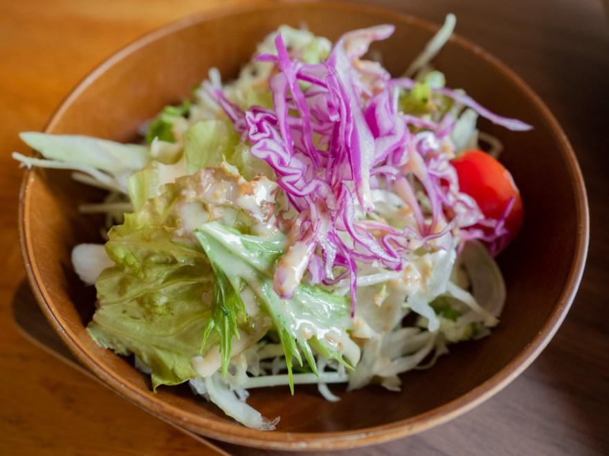 カフェくらしき芸文館:チキンカレーのサラダ