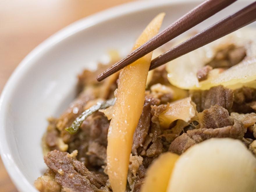 稲田屋:肉丼のゴボウ