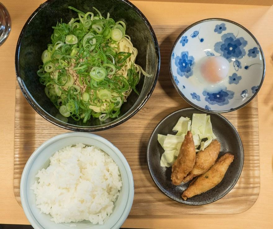 きさく福山店:汁なし担々麺・ごはん・温泉玉子・鶏皮ギョウザ