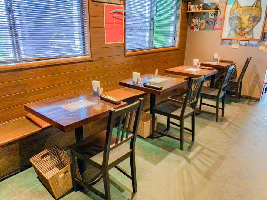 キッチン・ネコマチ:テーブル席