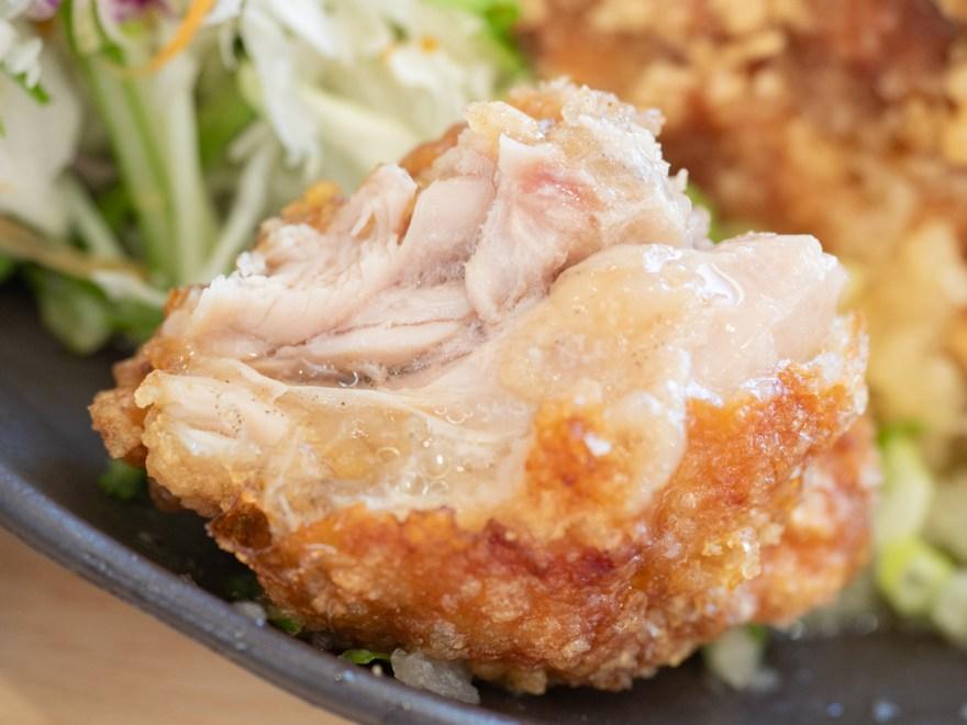 日鶏ひとり:日鶏定食のから揚げ