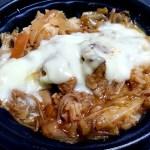 ローソン「チーズタッカルビ丼」&ロカボでヘルシー「胡麻マヨ蒸し鶏のこんにゃく麺サラダ」