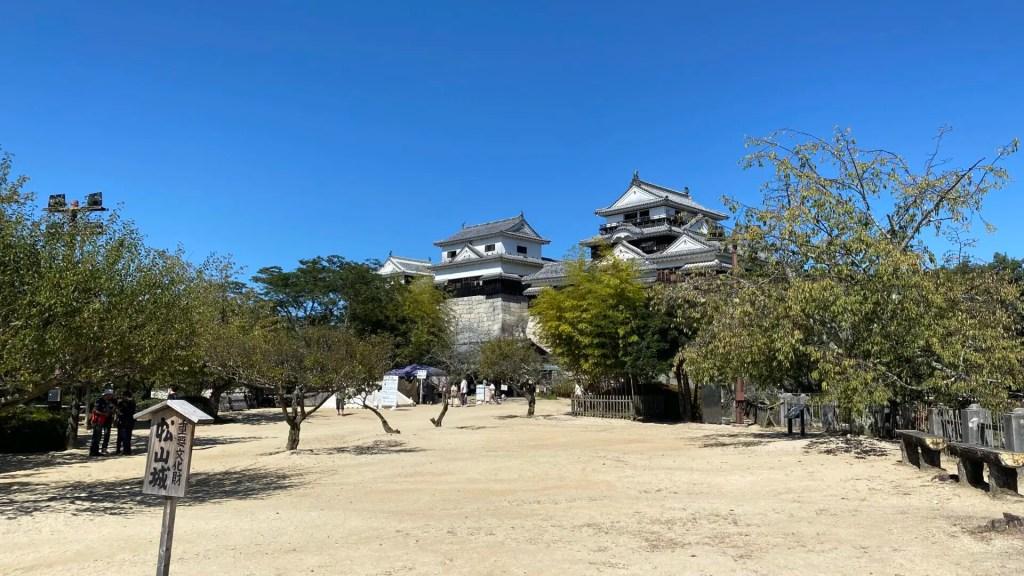 松山の高台からの景色!松山城を観光