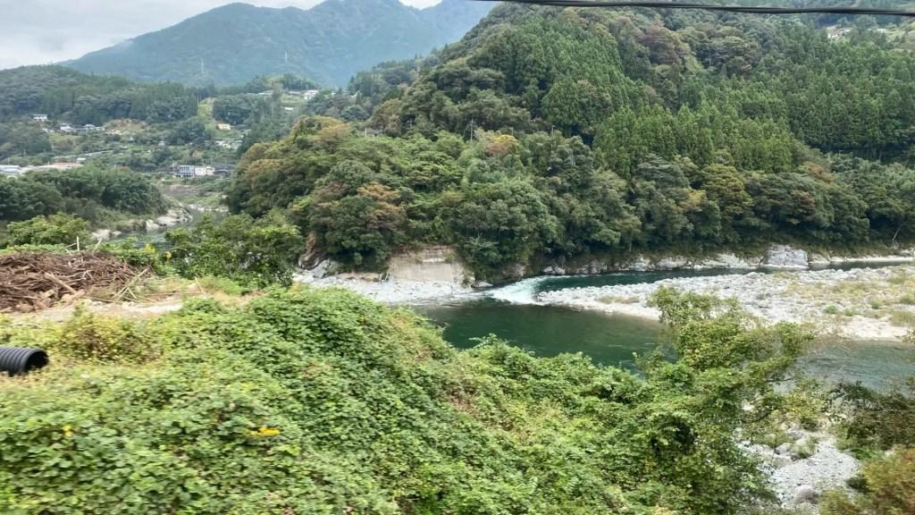 坪尻駅や大歩危など、絶景区間が続く土讃線に乗って高知へ