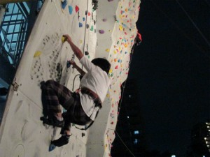 12mの壁にも挑戦。奥の高いところを登るのは今日のSL。