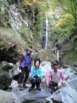高滝の高巻きを終えると直ぐにある猫滝。綺麗な滝つぼの色が印象的。