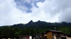 赤岳鉱泉から見る大同心・小同心