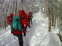 中山峠でのアイゼン歩行訓練