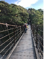 城ケ崎海岸つり橋の上から岩場を望む