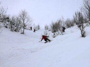 谷筋の快適なザラメ雪