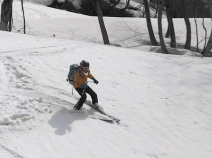 重たい雪に難渋