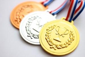 東京オリンピックのメダルを家電のリサイクル金属で