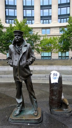 the lone sailor - national navy memorial - washington dc
