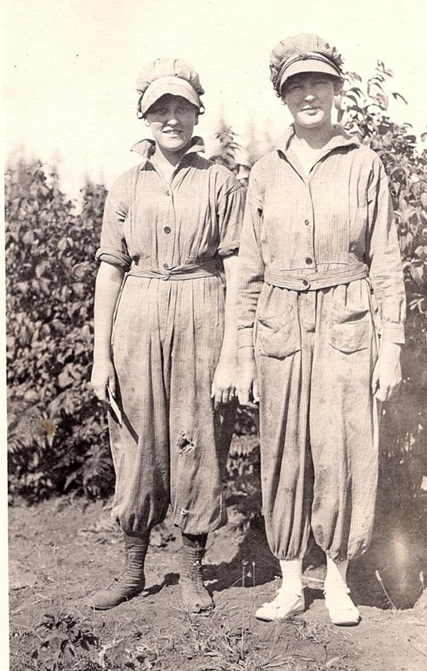 Women in Pants – The Aftermath of World War I | The Vintage Traveler