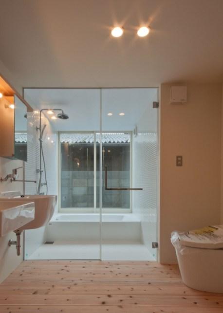 神戸町の家 洗面 脱衣にはトイレもあります