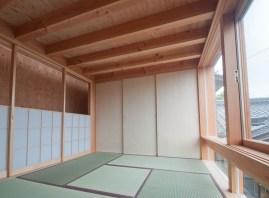 神戸町の家 和室 木製の外部のサッシ