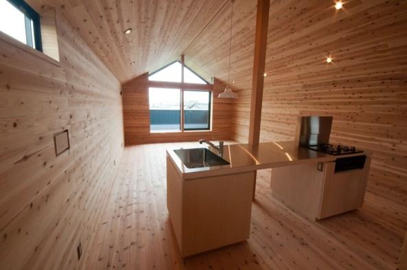 神戸町の家 キッチンはオーダーです。面材はシナ合板、これも無塗装です