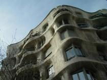バルセロナ カサ・ミラ ガウディ建築