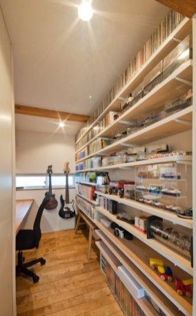 アンドの家 旦那さんの趣味室。きれいなディスプレイが心地いい