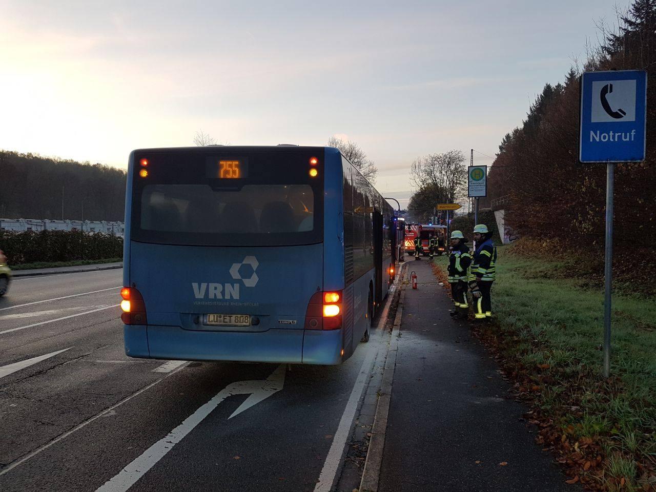 2017-11-22-einsatz-busbrand-001