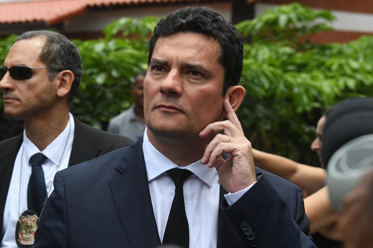 O juiz é formado em Direito pela Universidade Estadual de Maringá, e tem mestrado pela Universidade Federal do Paraná